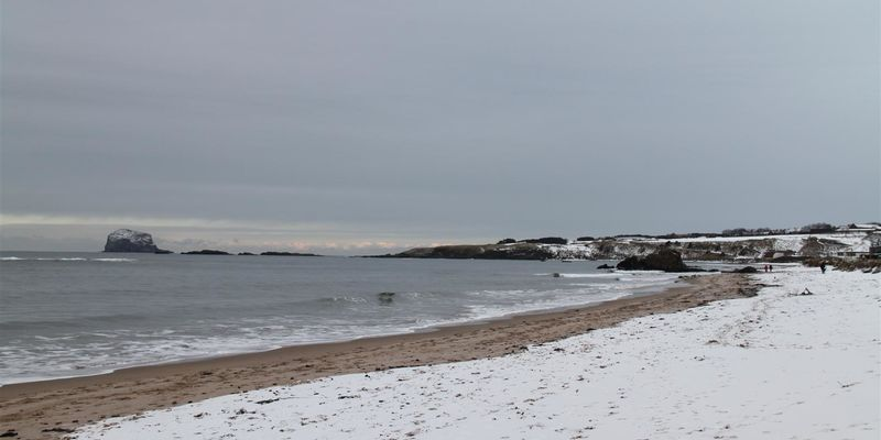 Snow in North Berwick image